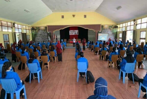 Kegiatan Informasi dan Edukasi melalui Insert Konten bagi anggota HIMMAT IKIP PGRI Pontianak